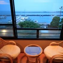 *海側客室一例/人気の花火大会も目の前!浴衣で涼みながら、光の共演をご堪能ください。
