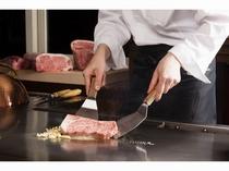 最上階の鉄板焼「逢坂」では厳選のブランド牛をお楽しみください。