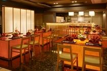 リニューアルオープンした和食「花伝」では落ち着いた空間でお食事をお楽しみください