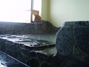 展望風呂【月の湯】は 掛流し温泉 美濃石のお風呂は のんびり貸切も出来る!