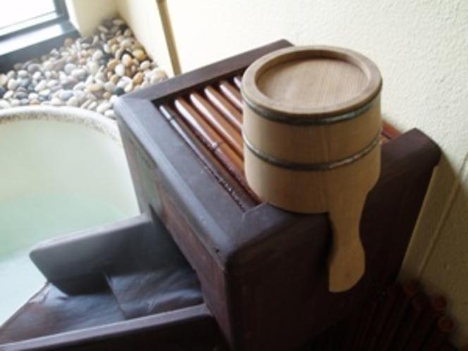 展望風呂【和の湯】女将デザインのお風呂は 庭園風の信楽焼きのお風呂で お二人でのんびりと♪