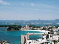 お部屋より見える景色は 『白良浜・円月島・白浜温泉・熊野の山々』が 一望!!まるで一枚の絵のような絶景!!