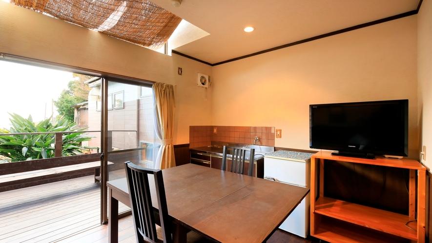 マッサージチェア付ツインルーム|部屋の扉の幅は70cmと、ウッドデッキまでフラットな作りです。