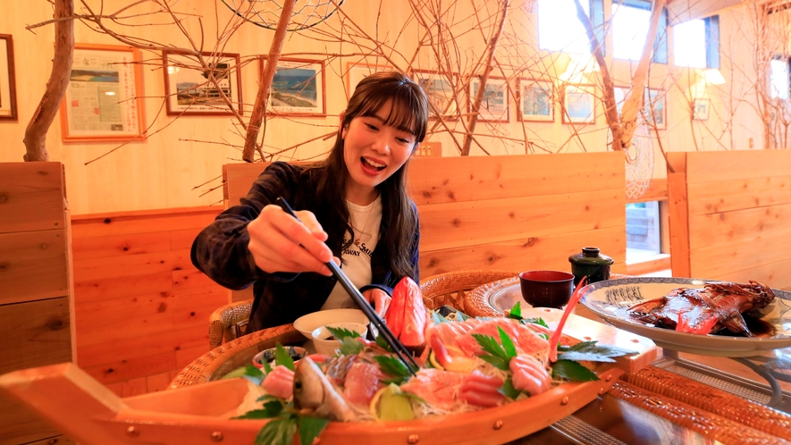 お食事|その日の仕入れによって、異なる食材を使った美食の数々をお楽しみください。