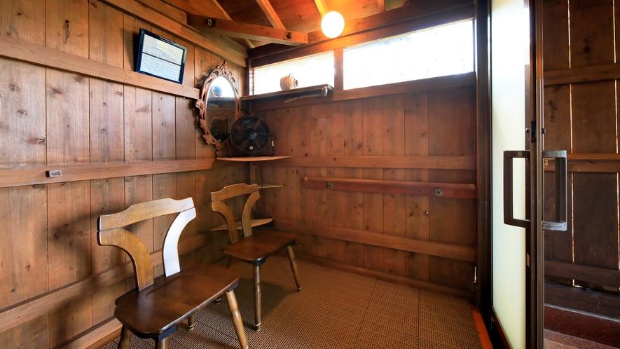 温泉|露天風呂は手すりやスロープがあり、車椅子で脱衣場まで行くことが出来ます。