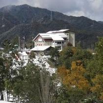 外観・雪景色2