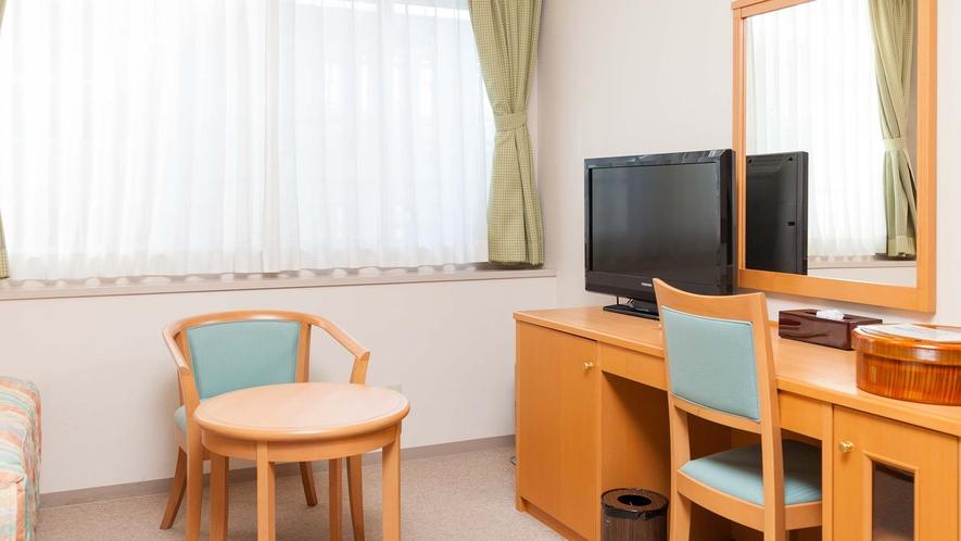 ・落ち着いた雰囲気のじゅうたん敷きの洋室のお部屋です。