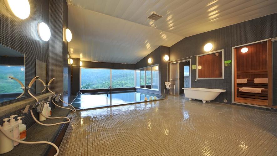 ・大浴場:津黒山を見渡せるロケーションの大浴場。ジェットバスや水風呂もあります。