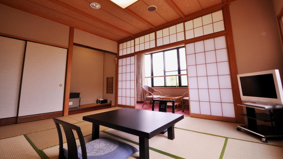 和室10畳/落ち着いた佇まいの和室