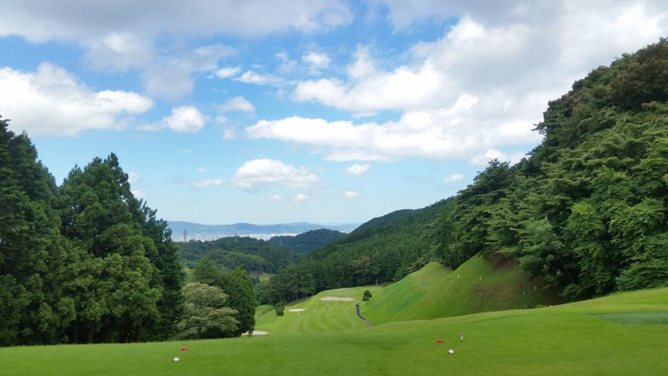 周辺には多くのゴルフ場がございます