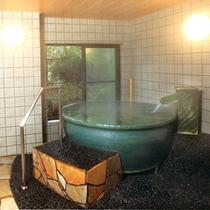 *貸切風呂(陶器)