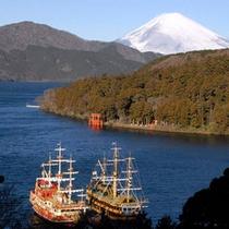 *芦ノ湖と海賊船(秋・11月)