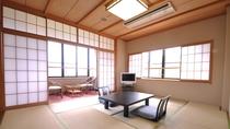 和室10畳/窓の外には四季の移ろいを感じる公園の眺め♪