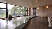 大浴場/自家源泉があふれる展望風呂。※男女ともほぼ同じ広さです