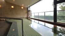 大浴場/外輪山を一望する展望風呂。泉質は効能豊かな弱食塩泉!