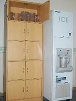 【製氷機】3階・5階に設置。無料でご利用いただけます