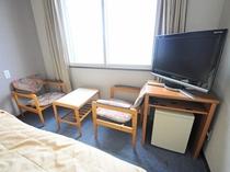 【ツイン】椅子&テーブル ※客室写真は一例となります。