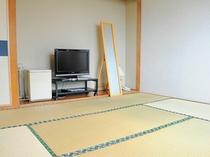 【和室8畳】足を伸ばしてリラックス。畳のお部屋でお寛ぎください。