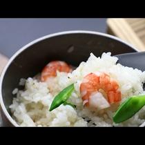 【選べる釜飯】エビの旨みが染みこんだふっくらご飯