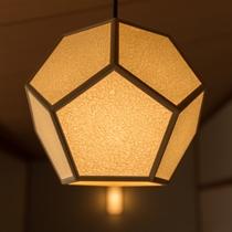 和紙でできた照明は、柔らかな光(なでしこ)