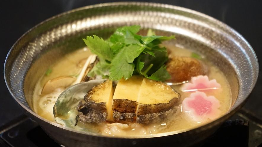 鮑の酒粕鍋(写真は料理一例です)