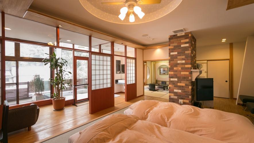 特別室の洋室部分。木の温もりを感じながら、ゆったりお寛ぎください