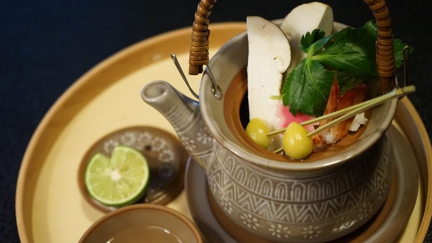 松茸の土瓶蒸し(写真は料理一例です)