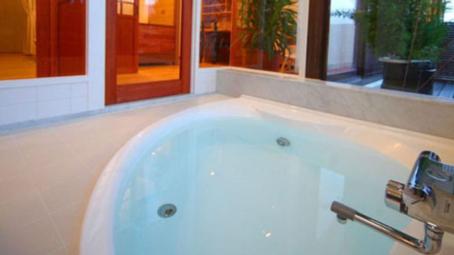 ■特別室のお風呂■  温泉ではございませんが、誰にも気兼ねなくのんびりお入り下さい。