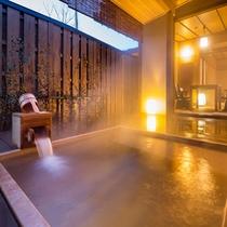 温泉の露天風呂付き客室【山吹】。広々とした露天風呂でゆったりご入浴を