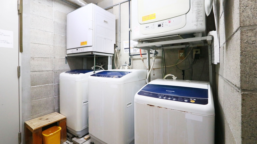 館内には洗濯機も完備!長期滞在の方も安心です。
