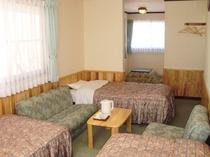 203 和洋室(トリプル+畳スペース)