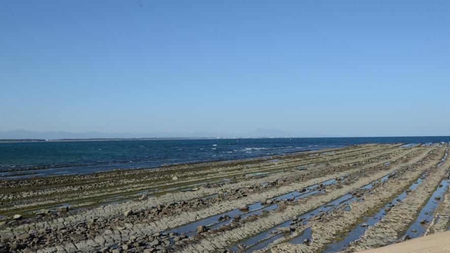 *【周辺観光】青島を囲む「鬼の洗濯板」と呼ばれる奇岩