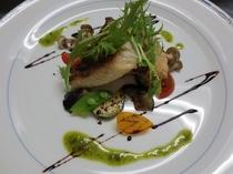 夕食の魚料理の一例