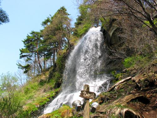 新緑の乙女滝