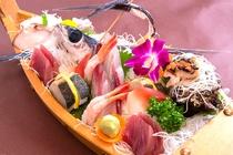 舟盛付和洋折衷コースディナー※お刺身の種類はその日の水揚げにより変わります。