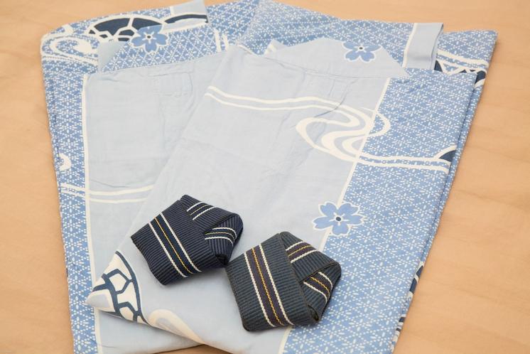 お部屋には浴衣をご用意してあります。LやSのサイズもございますので、お気軽にお申し付けください。