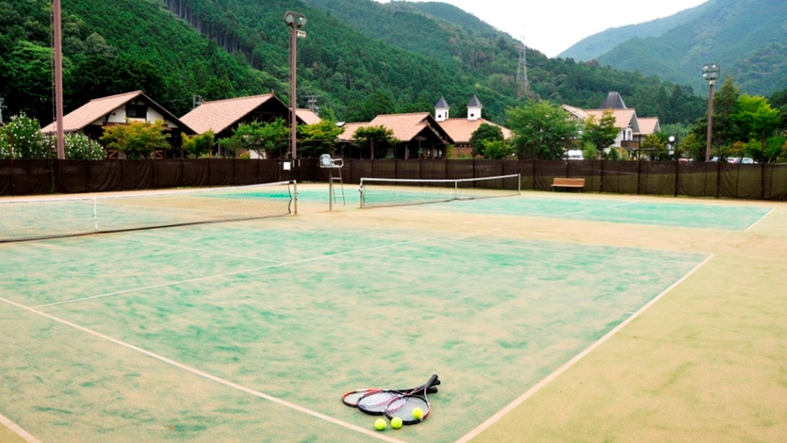*爽やかな自然の中にあるテニスコート