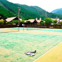 爽やかな自然の中にあるテニスコート
