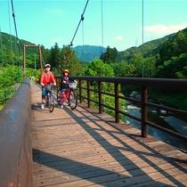 レンタサイクルで吊り橋を渡る♪