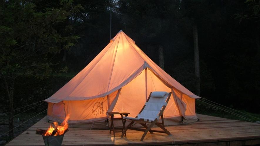 *施設内の「リバーサイドヴィレッジ」で、人気のお手軽アウトドアキャンプ!