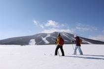 大雪原をクロカンスキーで