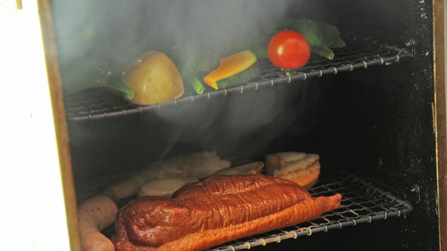 ◆【自家製スモーク】スモーカーで作る自家製スモーク食材はどれも絶品