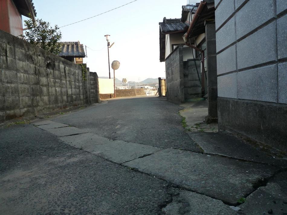 散歩道 ⇒田舎ののどかな風景がひろがります。