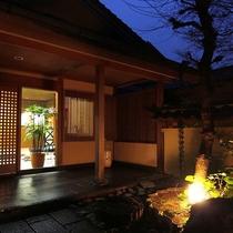 【外観】草木に囲まれた静かな和風旅館:牧水荘へようこそ。