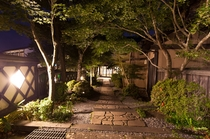 玄関までの園路