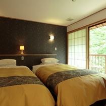 【ベッドのあるお部屋】シモンズ製セミダブルベッドでお休みいただけるお部屋です。