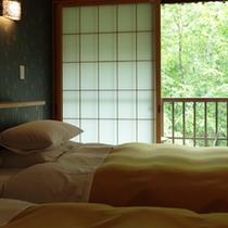 【ベッドのあるお部屋】シモンズ製セミダブルベッド2台のツインルーム+10畳和室+4.5畳和室
