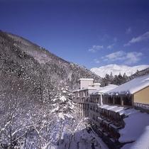 外観(墨絵の様な景色が広がる冬の景観)