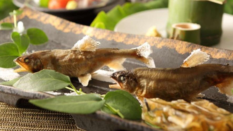 ご夕食一例 ~焼き物~地元の食材を使ったお料理を月替わりでご用意しております。~※イメージ