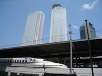 新幹線名古屋駅ホームの目の前